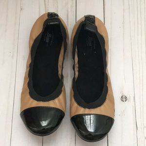 Bass NWOT tan & black flats fall shoes 8